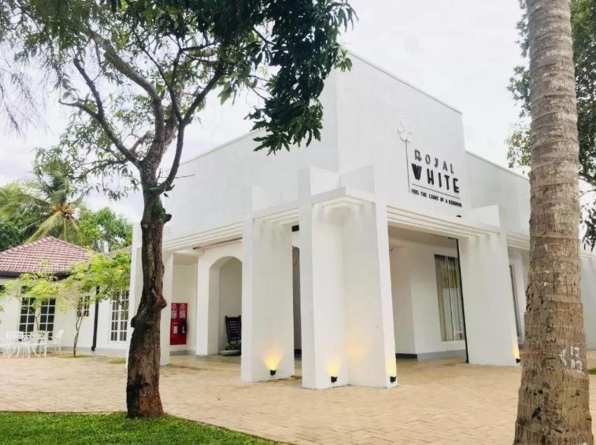 Entrada Hostal Royal White Tourist Rest en Anuradhapura
