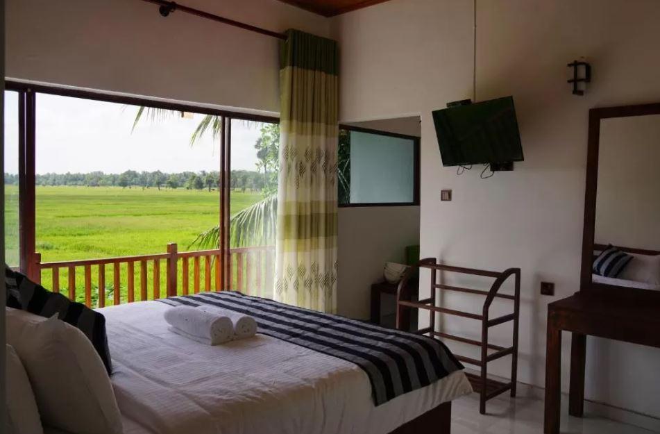 Habitación con vistas del Hostal Sunshine Tourist Rest de Anuradhapura