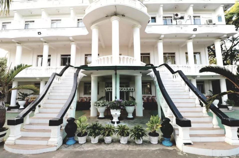 Entrada Hotel CTC Receptions de Anuradhapura