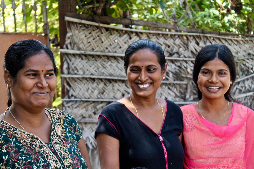 Gente hablando en Sri Lanka